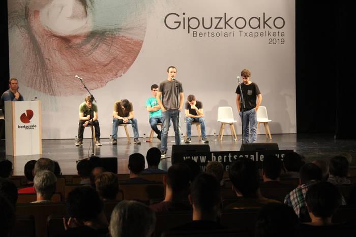 Manuel Lekuona kultur etxea bete dute bertsozaleek