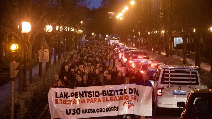 Ehunka herritar manifestatu dira arratsaldean pentsio, lan eta bizitza duinen alde