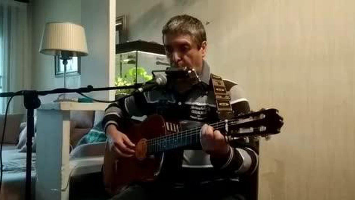 """Joxerra San Sebastian: """"Kantatu jende askok kantatzen du; gitarra jo, askok jotzen dute; baina harmonika eta gitarra, oso gutxik"""""""