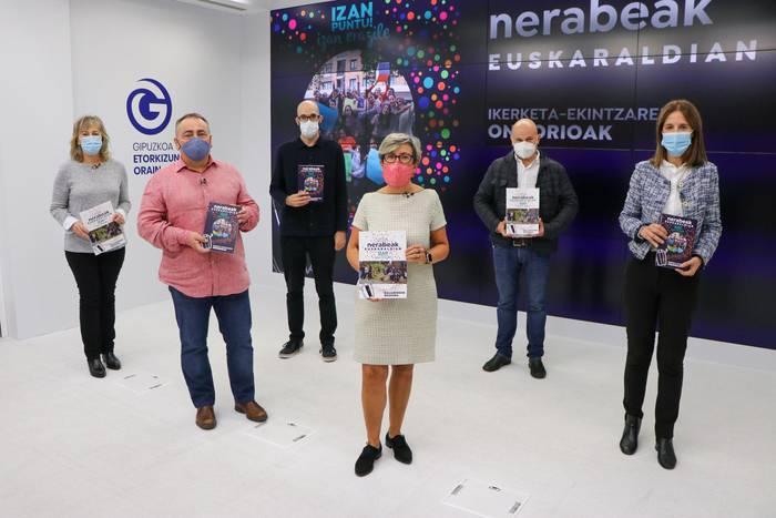 'Nerabeak Euskaraldian' liburua aurkeztu dute