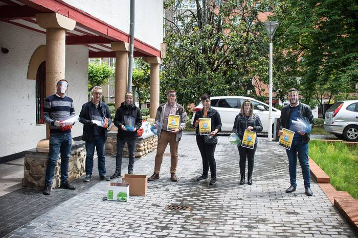 Usurbilgo Lanbide Eskolak egindako 478 babes-maskara banatuko dituzte Lasarte-Oriako komertzioetan