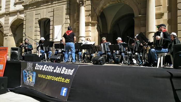 Zero Sette akordeoi orkestra Lleidan izan da