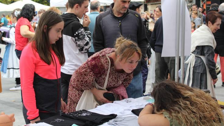 Euskal Jai jendetsua ospatu dute Okendo plazan